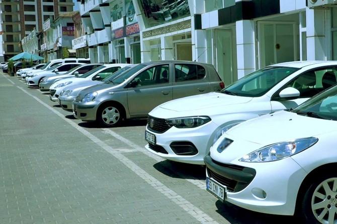 Galericiler, ikinci el araçlardaki fiyat yükselişini gayri resmi satışlara bağlıyor