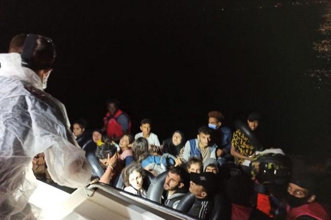 İzmir açıklarında 99 düzensiz göçmen kurtarıldı