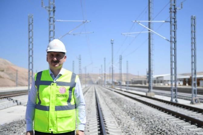 Karaismailoğlu: Halkımızın yüzde 70'ini 2023 yılında hızlı tren konforuyla buluşturacağız
