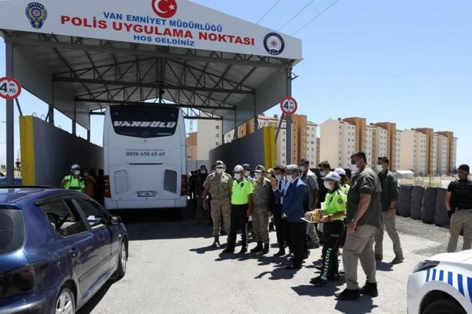 Van'da sürücüler Covid-19'a karşı uyarıldı