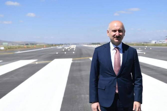 """Karaismailoğlu: """"En zor koşullarda dahi Erzurum Havalimanı'na güvenli iniş artık mümkün"""""""