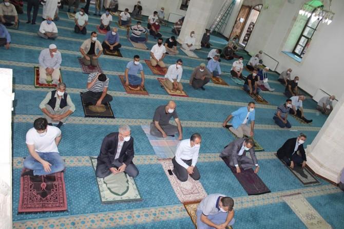 Pandemi sürecinde camide kılınan Kurban Bayramı namazı sevince vesile oldu