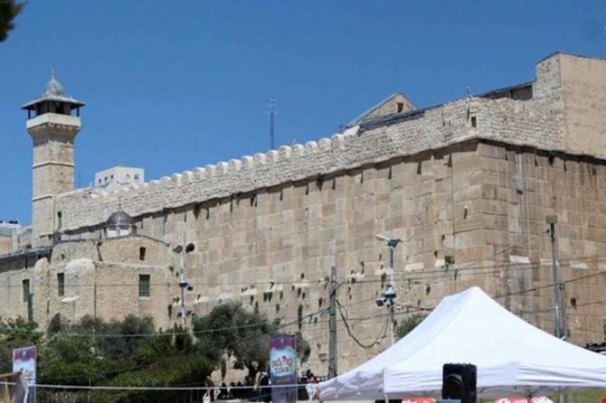 Siyonistler binlerce kişinin Hazreti İbrahim Camisi'nde bayram namazı kılmasını engelledi