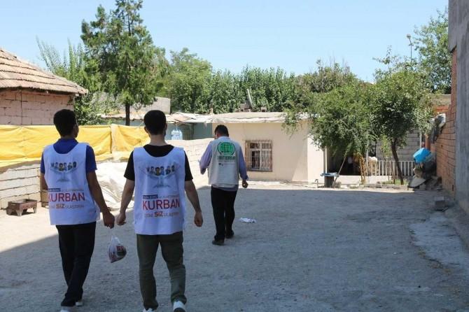 Umut Kervanı Bismil'de bin aileye kurban eti dağıttı