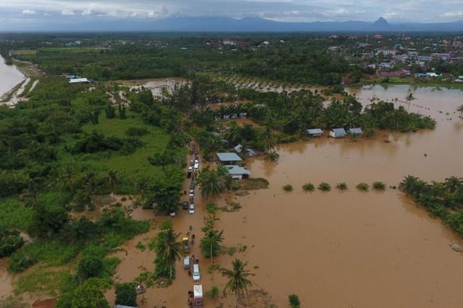 Endonezya'da aşırı yağışlar hayatı olumsuz etkiliyor