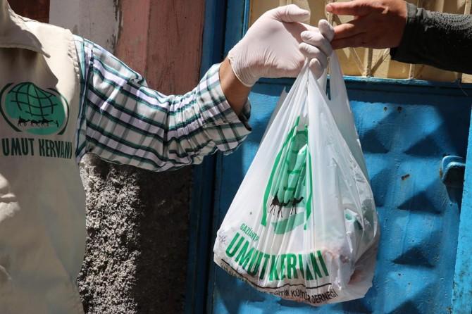 Umut Kervanı Gaziantep'te yüzlerce aileye kurban eti dağıttı