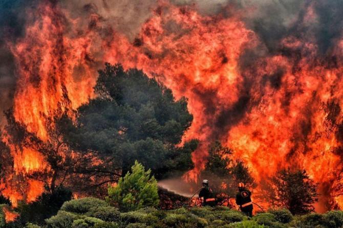 Binlerce kişinin etkilendiği California'daki yangın 3 gündür söndürülemiyor