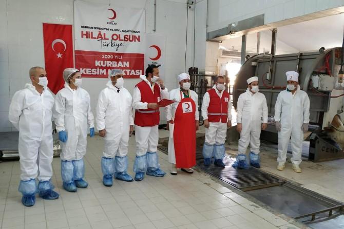 Diyarbakır Kızılay, kurban sevincini ihtiyaç sahibi ailelerle paylaştı