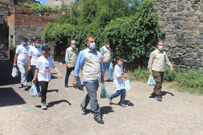 Umut Kervanı Diyarbakır'da binlerce aileye kurban eti dağıttı