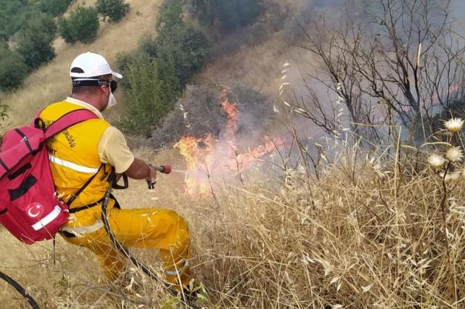 Baykan'da çıkan orman yangını söndürülmeye çalışılıyor