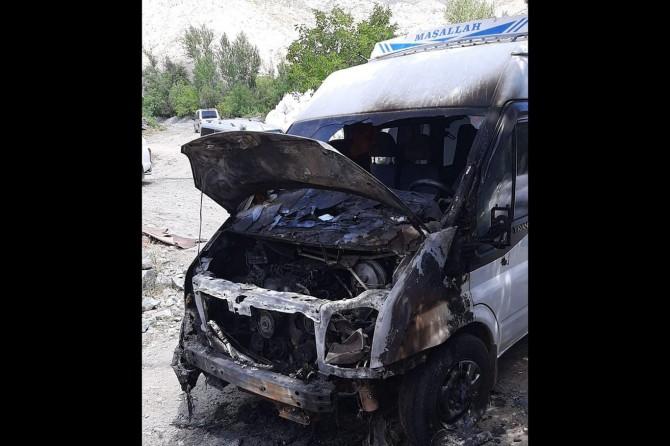 Palu Gemtepe Köyü muhtarının minibüsü kundaklandı