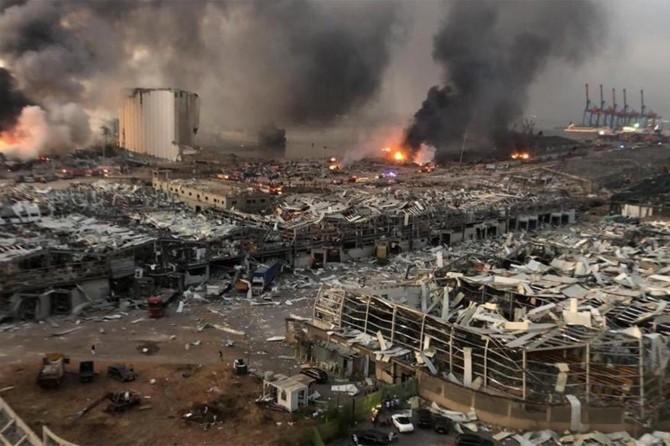 Beyrut'ta patlamanın ardından 2 hafta OHAL ilan edildi