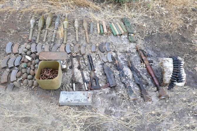 Hakurk'ta PKK'ye ait silah ve mühimmat ele geçirildi