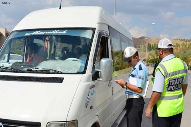 İstanbul'da minibüsten 36 yolcu çıktı