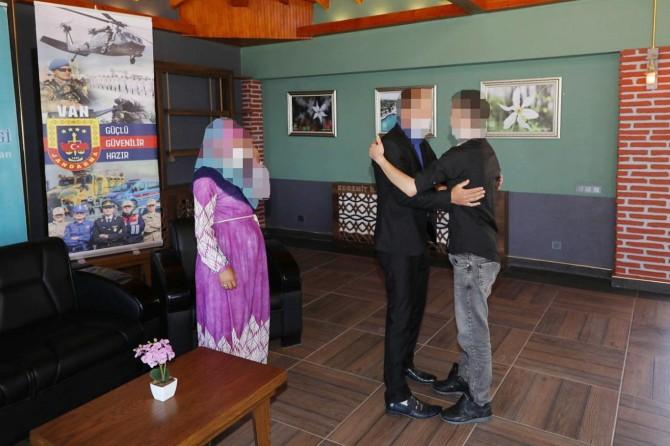 Teslim olan PKK'li ailesiyle buluşturuldu