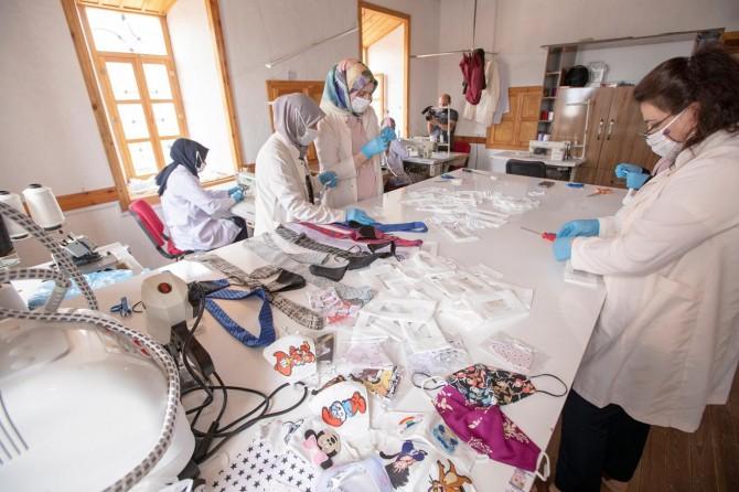 Van'da işitme engellilere özel maske üretildi