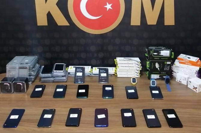 Malatya'da çok sayıda gümrük kaçağı cep telefonu ele geçirildi