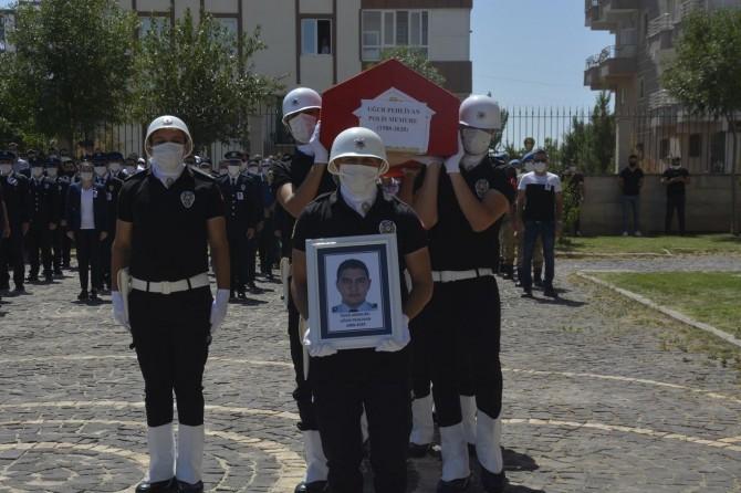 Siverek'te kalp krizi sonucu hayatını kaybeden polis memleketine uğurlandı