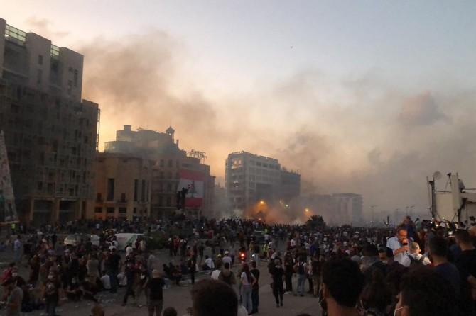 Lübnan'da göstericiler parlamento binasının etrafını sardı