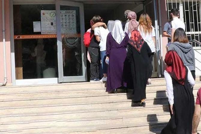 Dikey Geçiş Sınavı 81 il merkezi ve Lefkoşa'da başladı