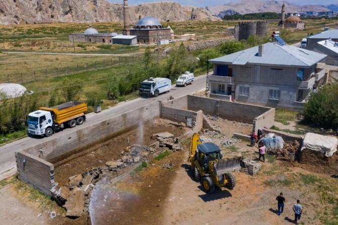 Van'da ahır yıkımları devam ediyor