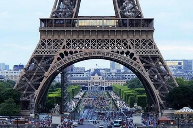 Paris'te açık alanlarda maske takmak zorunlu hale geldi