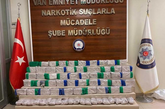 Edremit'te kamyonet bagajında 61 kilogram eroin ele geçirildi