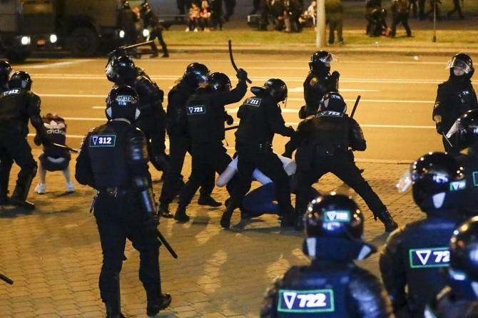 Belarus'ta düzenlenen gösterilerde 700 kişi daha gözaltına alındı