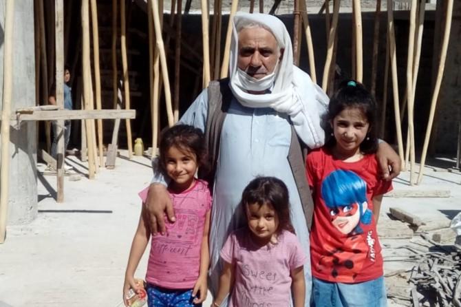 Viranşehir'de minik çocuklar kumbaralarını camiye bağışladı