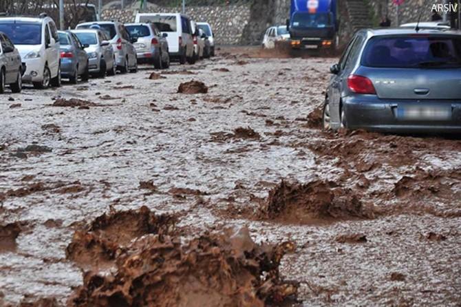 """Meteorolojiden Orta ve Doğu Karadeniz için """"kuvvetli"""" yağış uyarısı"""