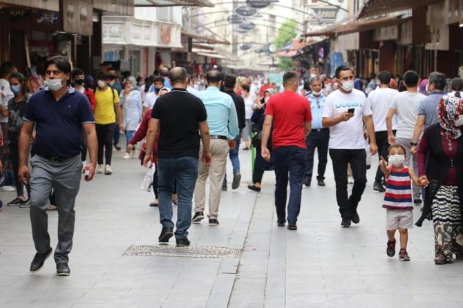 Covid-19 vakalarının arttığı Gaziantep'te kurallar dikkate alınmıyor