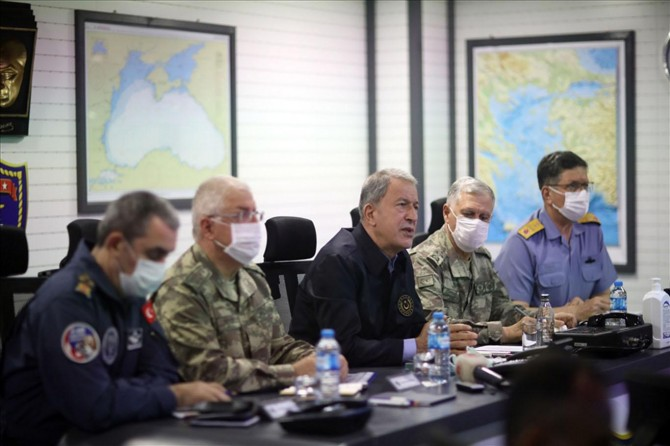 """Millî Savunma Bakanı Akar: """"Hiç kimsenin toprağında gözümüz yok"""""""