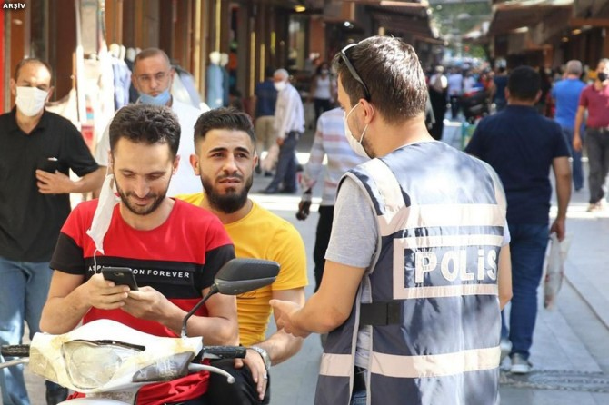 Gaziantep'te 2 bin 296 kişiye sosyal mesafe ve maske cezası verildi