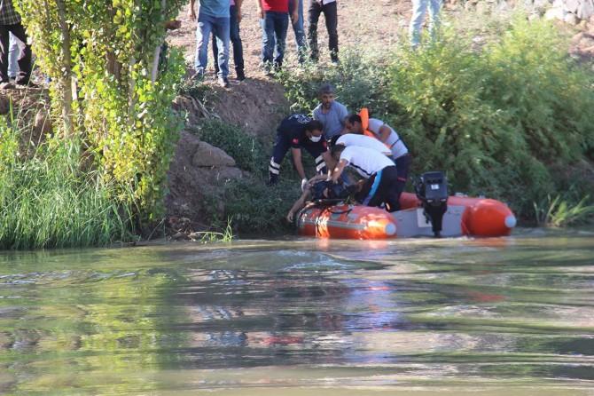 Dicle Nehri'nden sağ olarak çıkarılan genç hayatını kaybetti