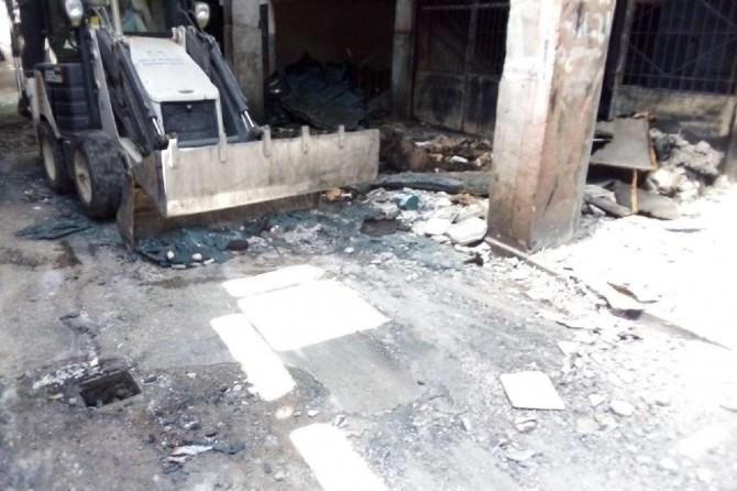Diyarbakır'da yangında hasar gören iş yerleri enkazdan temizlendi