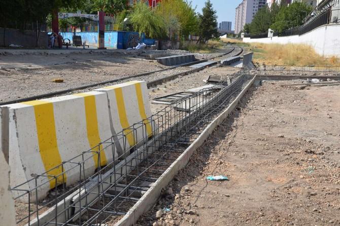 Devlet Demir Yollarının ihata duvarı projesi Diyarbakır'ı 2'ye bölecek