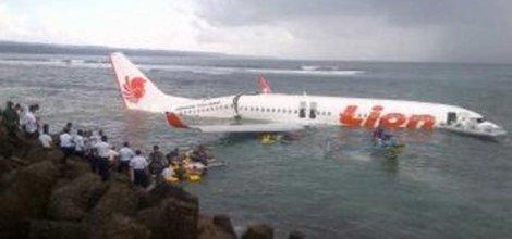 Yolcu Uçağı Denize Düştü