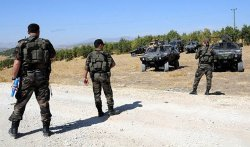 PKK'liler Varto-Karlıova-Erzurum yolunu trafiğe kapattı