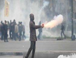 BDP'liler AK Parti ilçe binasına saldırdı
