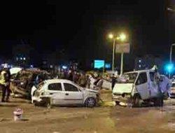 Freni boşalan kamyon 17 araca daldı:1 ölü, 16 yaralı.
