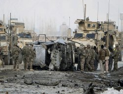 NATO Konvoyuna Saldırı 6 Ölü