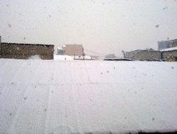 Erciş'te kar 15 santimetreyi buldu