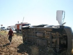 Çermik'te yoldan çıkan minibüs takla attı: 5 yaralı