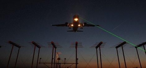 Uçaklara lazer tutana 10 bin lira para cezası