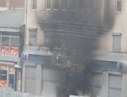 Erciş'te mütedeyyin esnafın işyerleri yakıldı