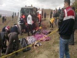 Öğrencileri taşıyan minibüs devrildi: 8 ölü