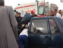 Çınar-Diyarbakır yolunda otomobil ile TIR çarpıştı: 3 yaralı