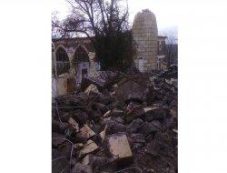 Şiddetli fırtına minare yıktı