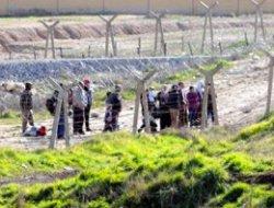 Türkiye-Suriye sınırını yasa dışı geçmeye çalışan 887 kişi yakalandı