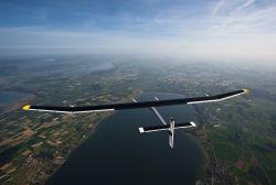 Güneş enerjisi ile çalışan uçak havalandı